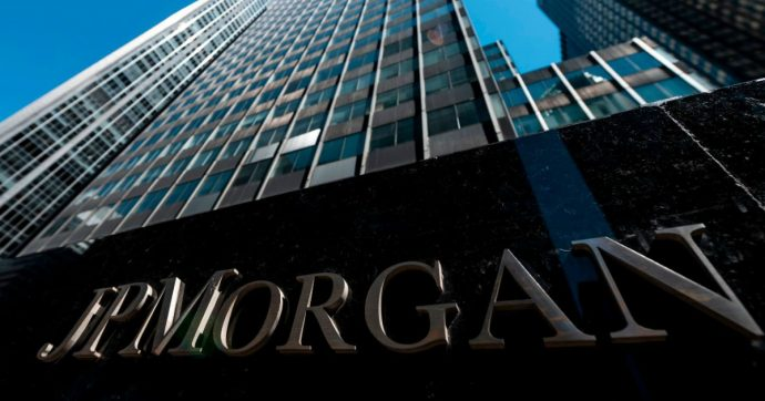 """Canada, Chase Bank chiude le attività nel Paese e cancella i debiti delle carte di credito: """"Prendetelo come un regalo"""""""