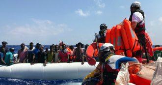 """A Lampedusa gli 82 migranti di Ocean Viking: redistribuiti in Ue. Altri sbarchi nella notte. Salvini: """"Italia è di nuovo un campo profughi"""""""