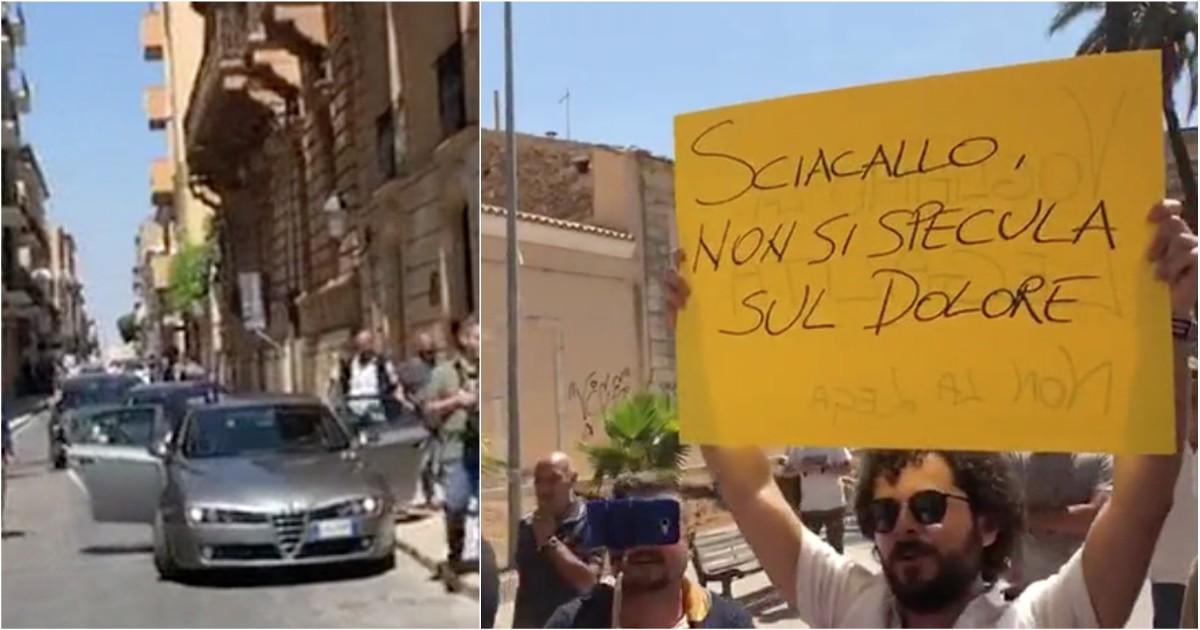 Vittoria, il tour di Salvini fa tappa sulla morte di due bambini. Per questo gli urlano 'sciacallo'