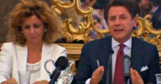 """Crisi di governo, Conte firma il Contratto di sviluppo per Foggia. E agli amministratori: """"Sarò al vostro fianco in qualsiasi veste"""""""
