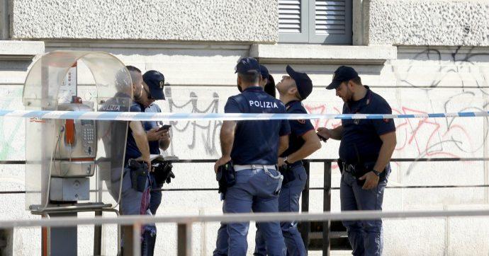 Milano, donna di 54 anni cade dal quarto piano e muore: stava pulendo i vetri del palazzo