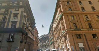 Napoli, ambulante preso a sassate da un gruppo di giovani in centro: è in gravi condizioni