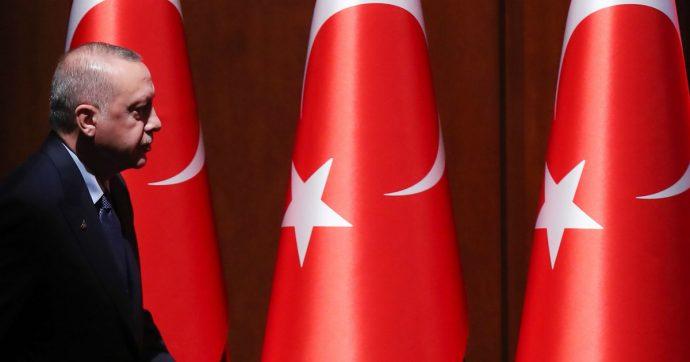 Turchia, la seconda potenza Nato fa affari con russi e jihadisti. È normale?
