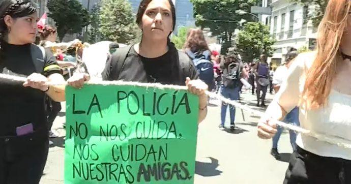 Messico, 6 poliziotti accusati di aver stuprato due ragazze sono stati sospesi dopo le proteste di centinaia di donne