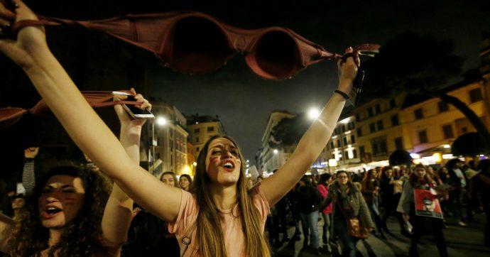 A Massa, secondo il nuovo regolamento, basta essere poco vestite per essere prostitute