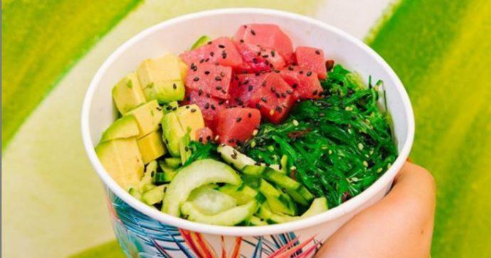Poke mania, le bowl hawaiane sono il cibo del momento più richiesto nelle consegne a domicilio: ecco di cosa si tratta