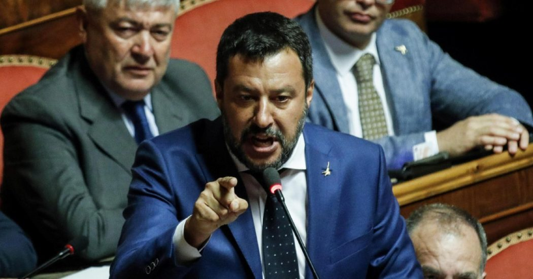 Il trucco di Salvini: taglio agli eletti, ma dal 2024…