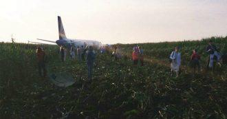 Mosca, aereo investe stormo d'uccelli. Atterraggio d'emergenza: panico a bordo