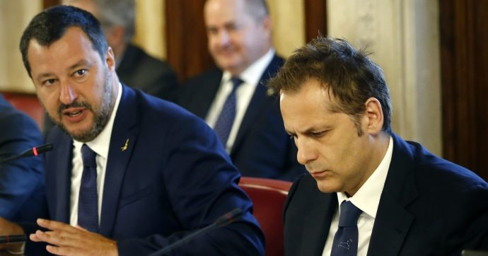 """Crisi, M5s: """"Salvini ha staccato la spina al governo e il Senato non può autorizzare il sequestro del computer di Siri"""""""