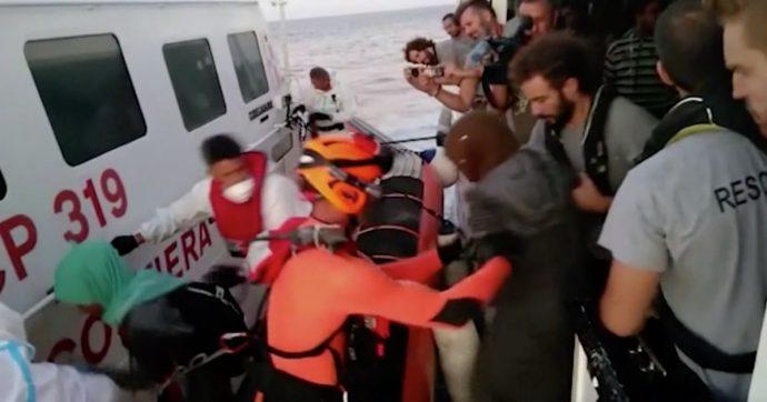 Open Arms, la nave che ha salvato 161 migranti ancora in attesa di un porto: la cronologia dei quindici giorni in mare