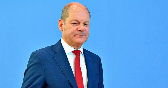 Germania, Olaf Scholz si candida alla guida della Spd: il ministro delle Finanze di Merkel osteggiato dall'ala sinistra del partito