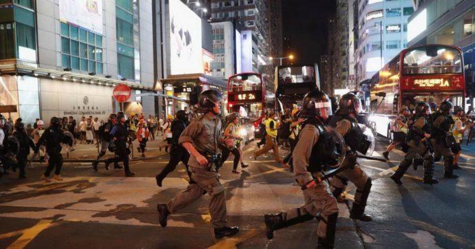 Hong Kong, anche i professori scendono in piazza per l'11° weekend di protesta. E parte la contro manifestazione a favore di Pechino