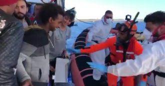 Open Arms, completato il trasbordo dei 27 minori: sulla terraferma dopo 16 giorni