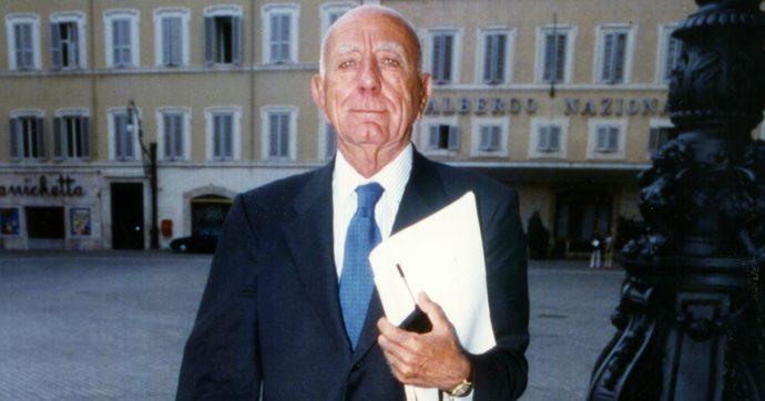 Napoli, saluti romani ai funerali dell'ex governatore della Regione Campania Antonio Rastrelli
