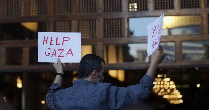 Gaza, militari israeliani uccidono tre palestinesi al confine. In serata lanciati razzi dalla Striscia, ma Hamas nega coinvolgimento