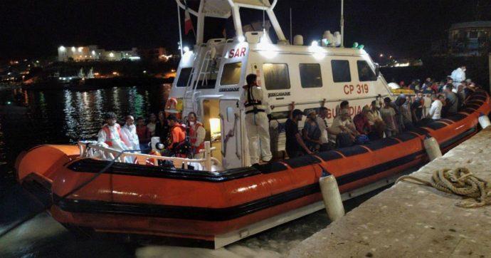 Open Arms, 107 bloccati sulla nave e intanto a Lampedusa arrivano 57 migranti a bordo di un barchino di sei metri