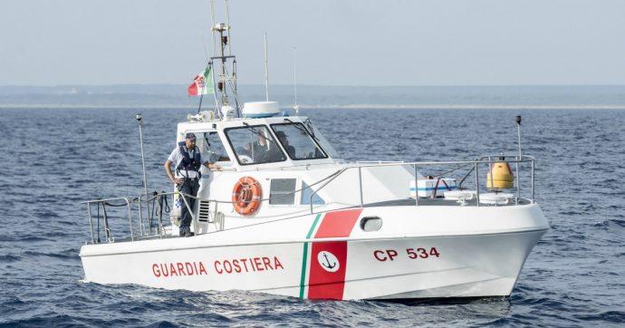 Lampedusa, trovato il barcone di migranti naufragato il 7 ottobre: attorno 12 cadaveri, anche una donna abbracciata a un neonato