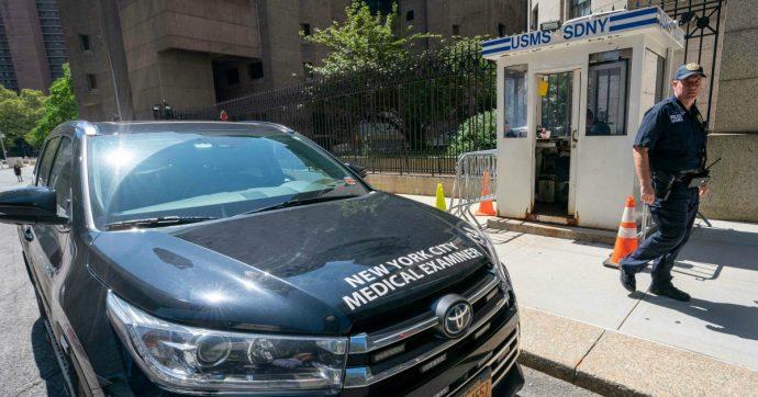 Suicidio Epstein, il governo Usa licenzia il responsabile dei carceri federali. Riflettori dell'Fbi su Ghislaine Maxwell, ex del finanziere