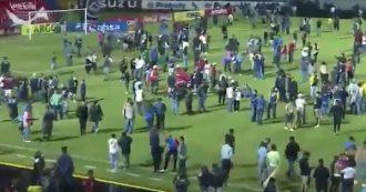 Honduras, follia allo stadio: 4 morti negli scontri prima del derby Olimpia-Montagua