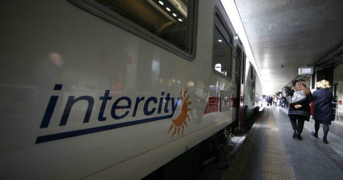 Intercity si rompe due volte, la turista picchia il capotreno