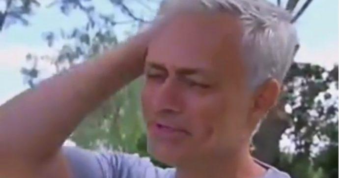 """Josè Mourinho scoppia in lacrime durante l'intervista in tv: """"Mi manca il calcio"""""""