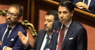 """Crisi, rubli e simboli religiosi: tutti gli attacchi di Conte a Salvini. Lui: """"Sbagli amico mio"""""""