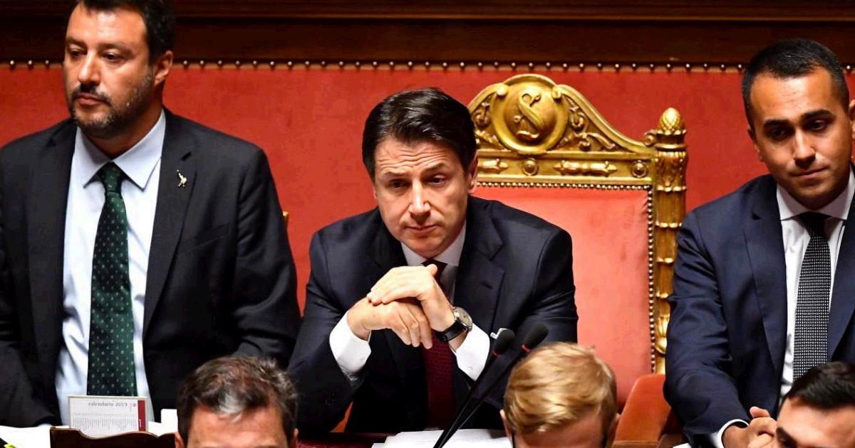 """Crisi di governo, Conte al Senato: """"L'esecutivo si arresta qui. Vado da Mattarella a dimettermi"""". Salvini: """"Da lui insulti come da Saviano"""" – LA DIRETTA"""