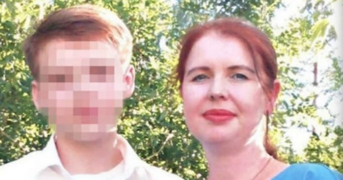 Ragazzo di sedici anni uccide la mamma, i fratelli e i nonni con un'accetta, poi si toglie la vita