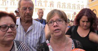 """Crisi, militanti M5s radunati davanti a Montecitorio: """"Ci fidiamo del Movimento. Governo con Pd? Se necessario ci tureremo il naso"""""""