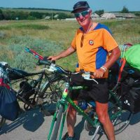 Bloisi in sella alla sua bicicletta