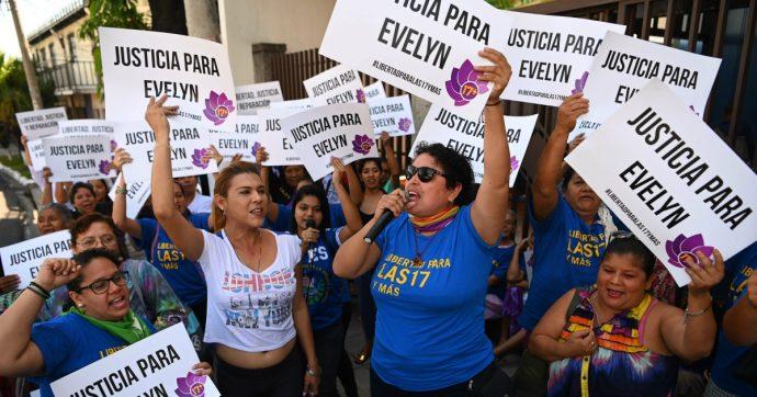 El Salvador, assolta la donna che rischiava 40 anni per un aborto spontaneo. Ma l'inquisizione continua