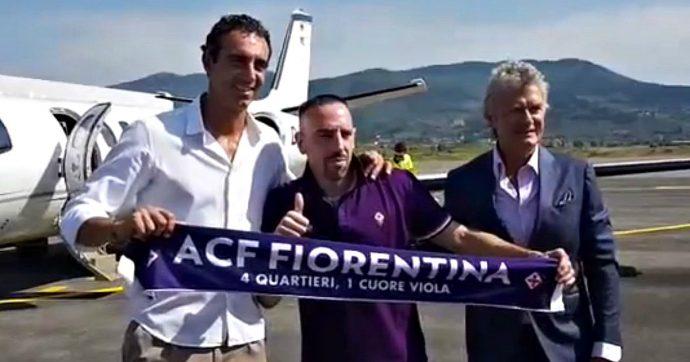 Fiorentina, Franck Ribéry atterrato all'aeroporto di Peretola. Per lui visite mediche e la firma di un biennale da 4 milioni all'anno