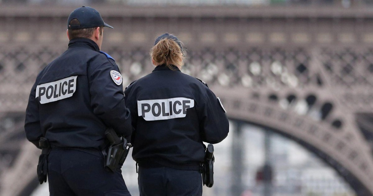 Francia, il poliziotto è solo e si punta la pistola alla testa