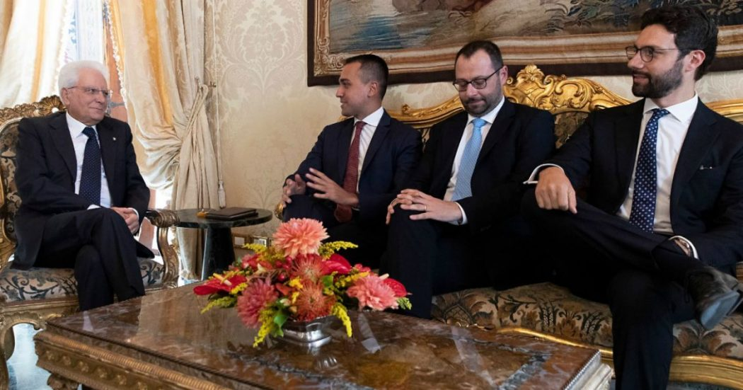 """Crisi, la diretta – Mattarella dà tempo ai partiti fino a martedì. Da assemblea M5s l'ok a trattare con il Pd. Di Maio: """"Dieci punti per nuovo governo"""". Zingaretti: """"Quadro su cui si può lavorare"""""""