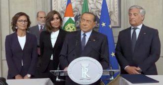 """Crisi, Berlusconi saluta i giornalisti e li mette in guardia: """"Attenti a programmi contro l'editoria"""""""
