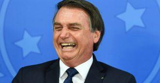 """Amazzonia in fiamme: prima Bolsonaro nega, poi accusa agricoltori e ong. E scherza: """"Sono come Nerone"""""""