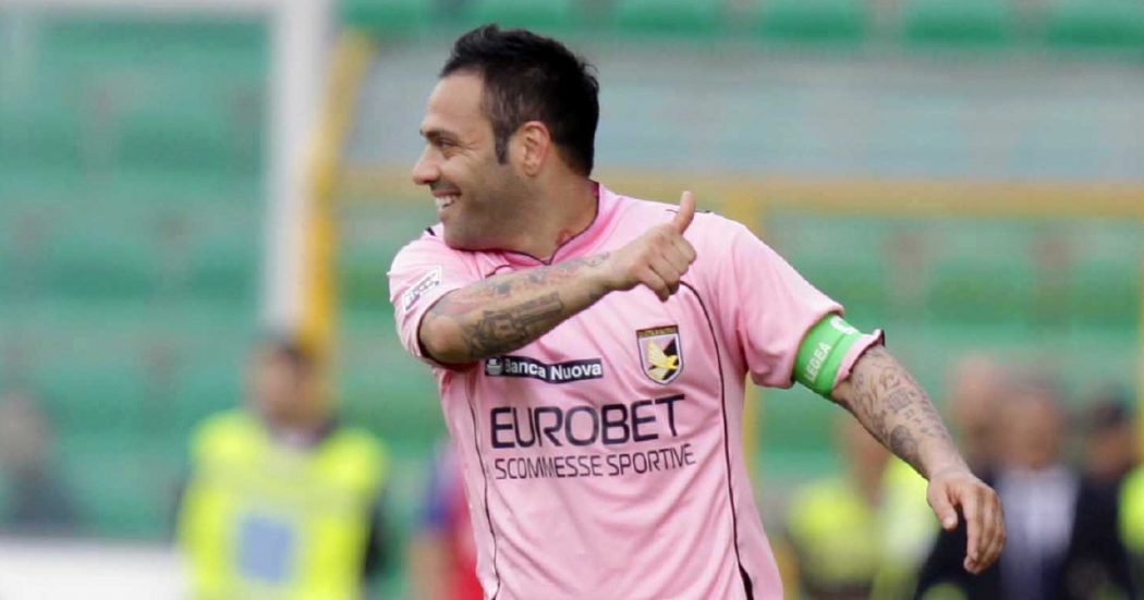 """""""Miccoli stia a casa"""". Palermo non perdona il bomber che chiamò """"fango"""" Falcone"""