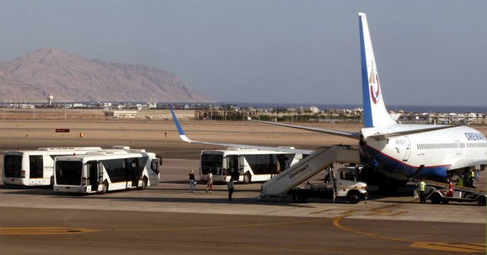 """Egitto, due transessuali italiane trattenute dalla polizia all'aeroporto di Sharm: """"Foto sul documento non reale, saranno rimpatriate"""""""