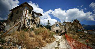 """Terremoto Centro Italia, commozione alla fiaccolata in ricordo delle vittime. Zingaretti: """"Adesso serve discontinuità"""""""