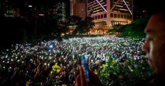 """Hong Kong, nuovi scontri tra manifestanti e polizia: lanci di molotv e lacrimogeni. Catena umana di 40 km """"contro la tirannia"""""""