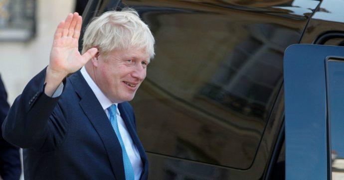 """Brexit, The Observer: """"Johnson vuole chiudere le camere per un mese per evitare ritardi"""". Lui dal G7: """"Falso, ma ottimista su nuovo accordo"""""""