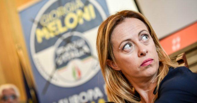 """Giorgia Meloni, insulti sessisti su Facebook dall'ex brigatista Etro: """"Ora basta, lo querelo"""". Attacchi anche a Boschi, Renzi e Di Maio"""