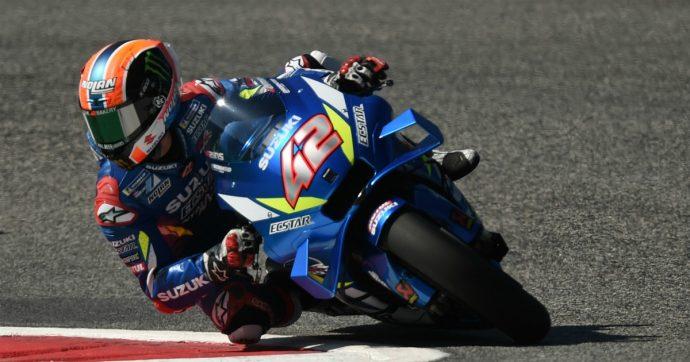 MotoGp, Alex Rins beffa Marquez all'ultima curva e vince il Gp di Gran Bretagna. Dovizioso fuori alla prima curva, Rossi quarto