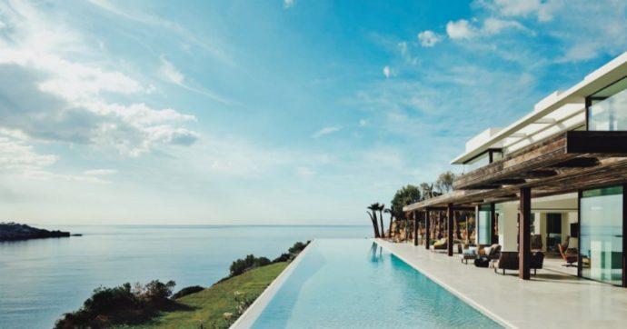 """Harry e Meghan, nuova polemica: """"118.000 euro a settimana"""" per la loro villa a Ibiza"""