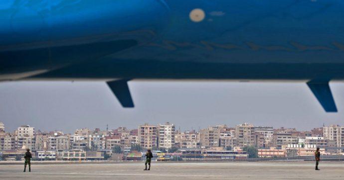 Cairo, atterraggio di emergenza per volo diretto a Napoli: a bordo 122 passeggeri italiani
