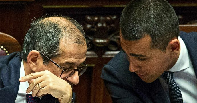 Crisi di governo, tutte le partite bloccate: dalla tutela legale per ArcelorMittal al dossier Alitalia passando per i lavoratori Almaviva