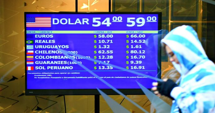 Argentina, verso nuovo default: il governo Macri chiede di ristrutturare 101 miliardi di dollari di debito. Compreso quello con l'Fmi