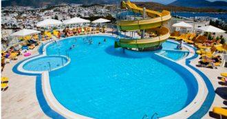 Bambina di 12 anni risucchiata dalla pompa della piscina: muore in vacanza davanti ai genitori