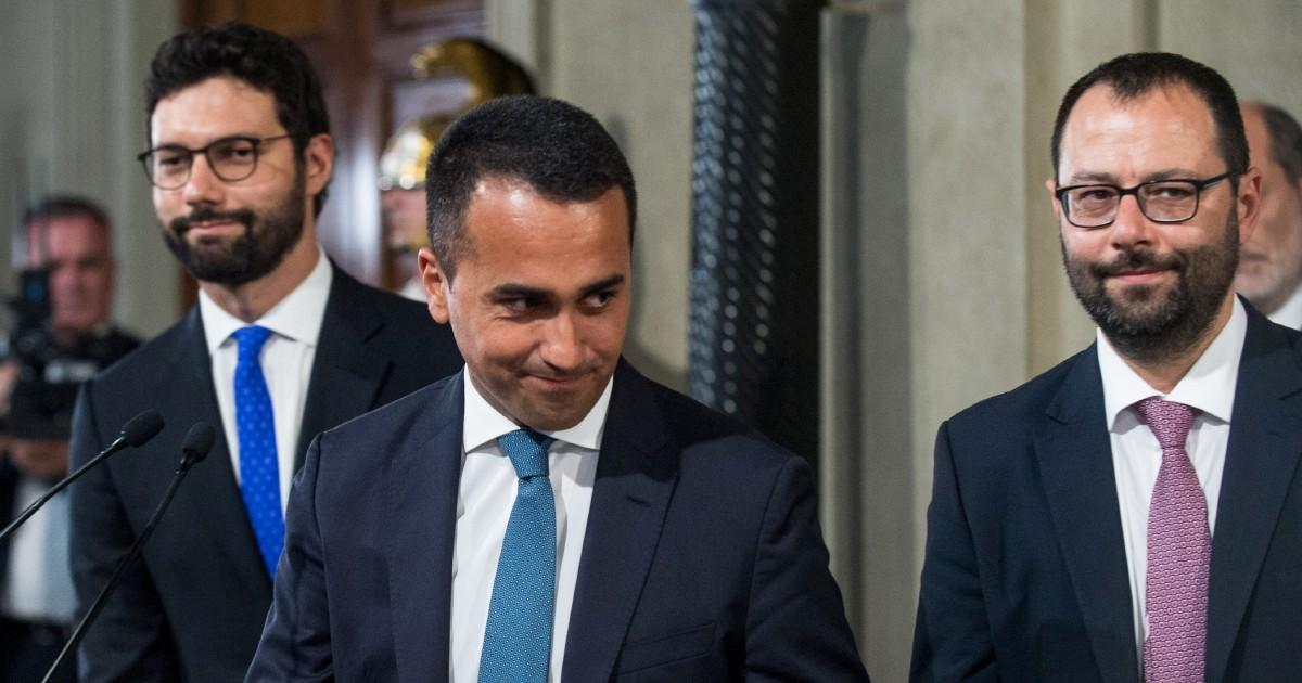 """Di Maio """"sorveglia"""" Conte, Grillo attacca i """"poltronofili"""""""