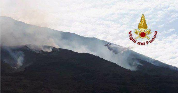 Stromboli, nuove esplosioni e colate di lava: Protezione Civile alza il livello d'allarme ad arancione